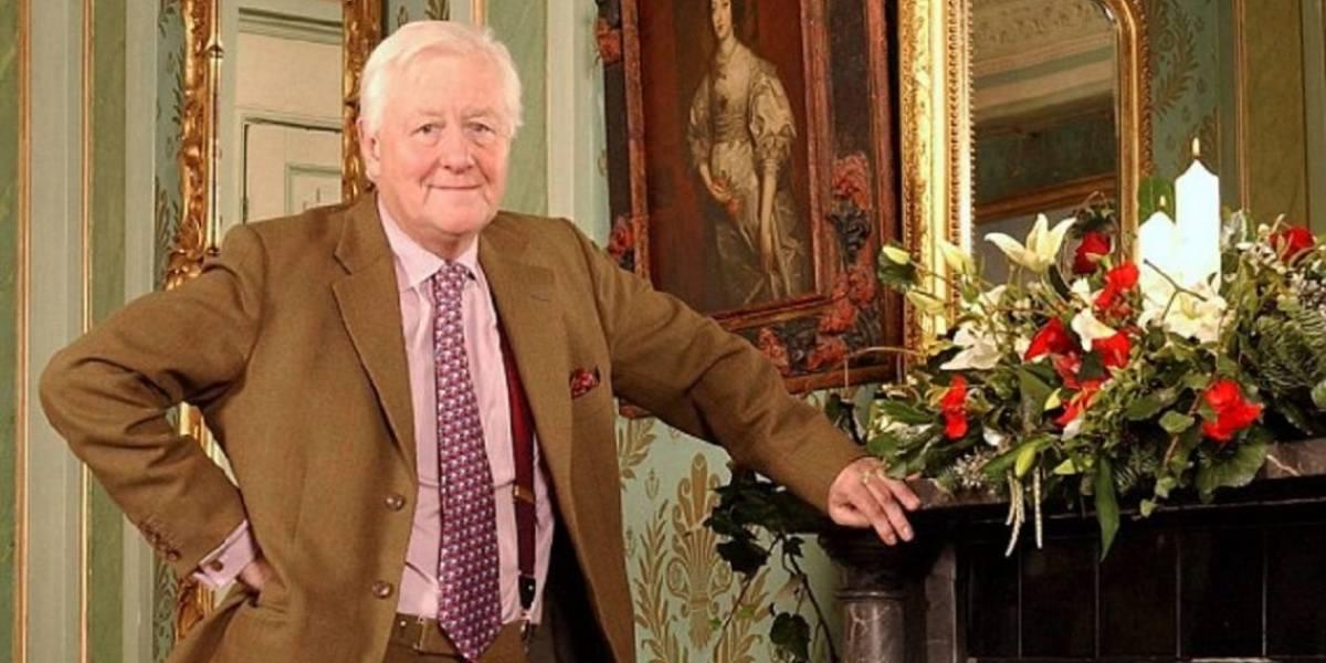 Benjamin Slade, millonario de 72 años, busca joven para heredarle su fortuna