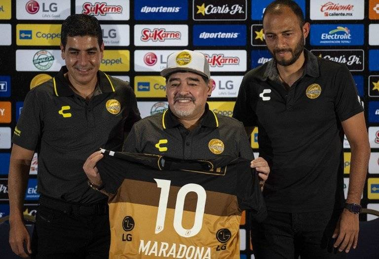Diego Maradona, presentado con Dorados de Sinaloa