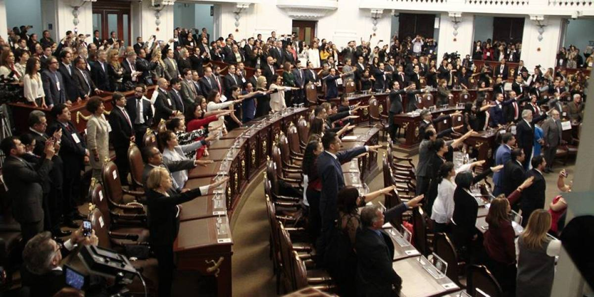 Instalan Congreso en la CDMX; se cuadran con AMLO y Sheinbaum