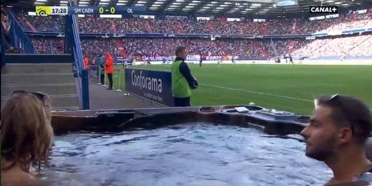 VIDEO: Jacuzzi y futbol, perfecta combinación en Francia