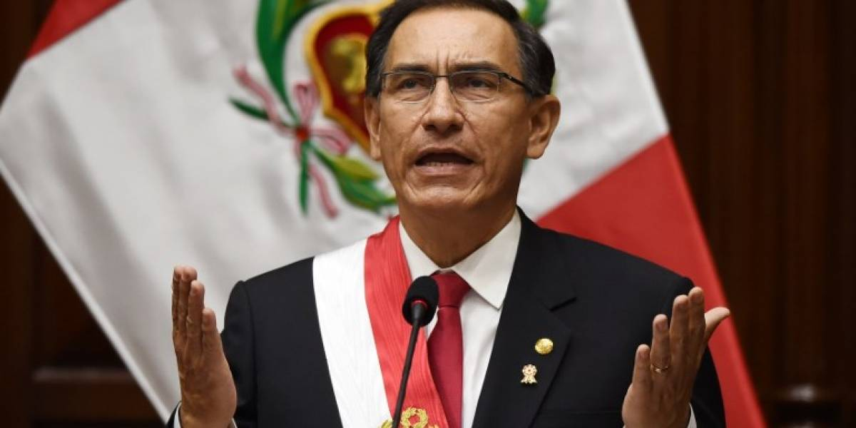 Perú avanza a choque de poderes tras amenaza de Vizcarra de disolver el Congreso