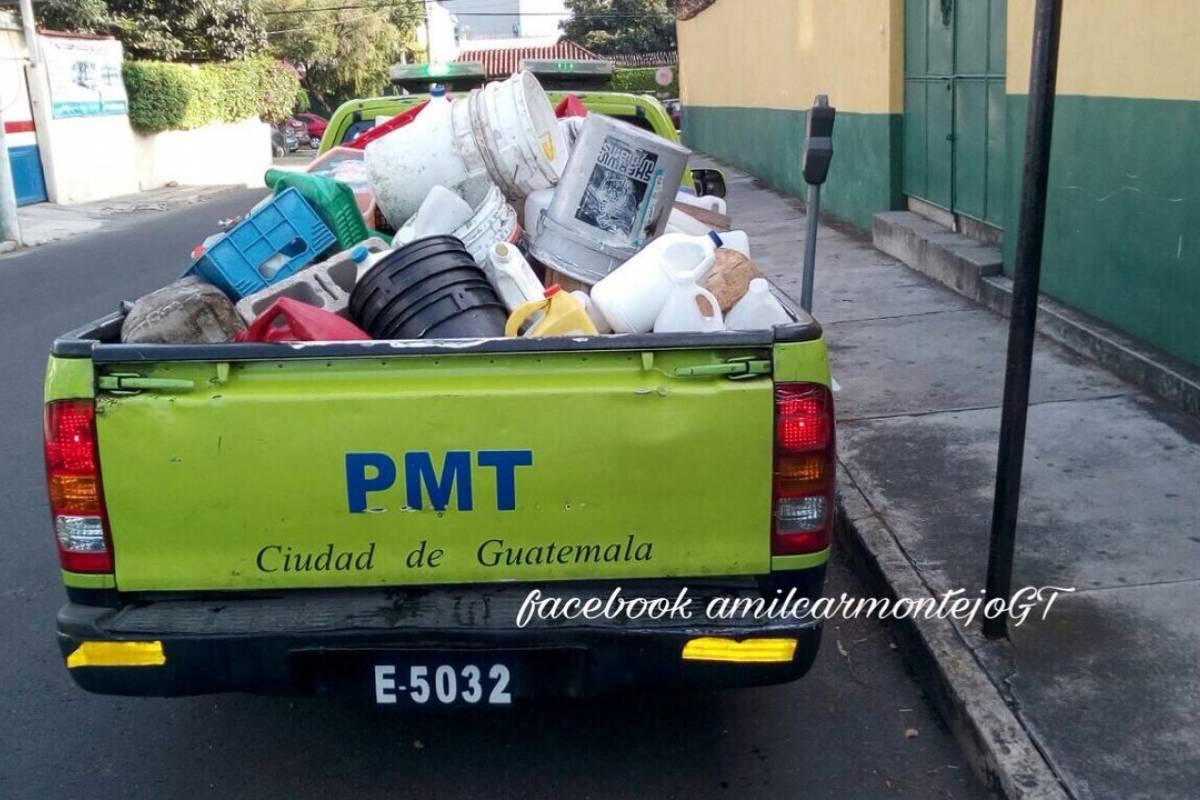 Pmt Realiza Operativos Para Retirar Obstculos De Parqueos En Las Toyotas Hilux Usados Guatemala Calles La Ciudad Publinews
