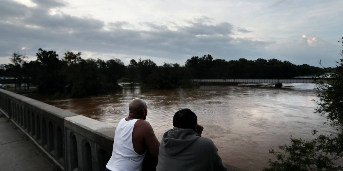 Hay más inundaciones a medida que Florence avanza al noreste