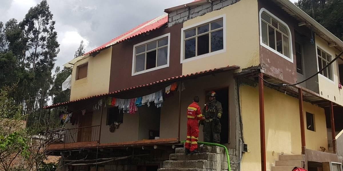 Dos niños fallecieron tras un incendio estructural en Cuenca