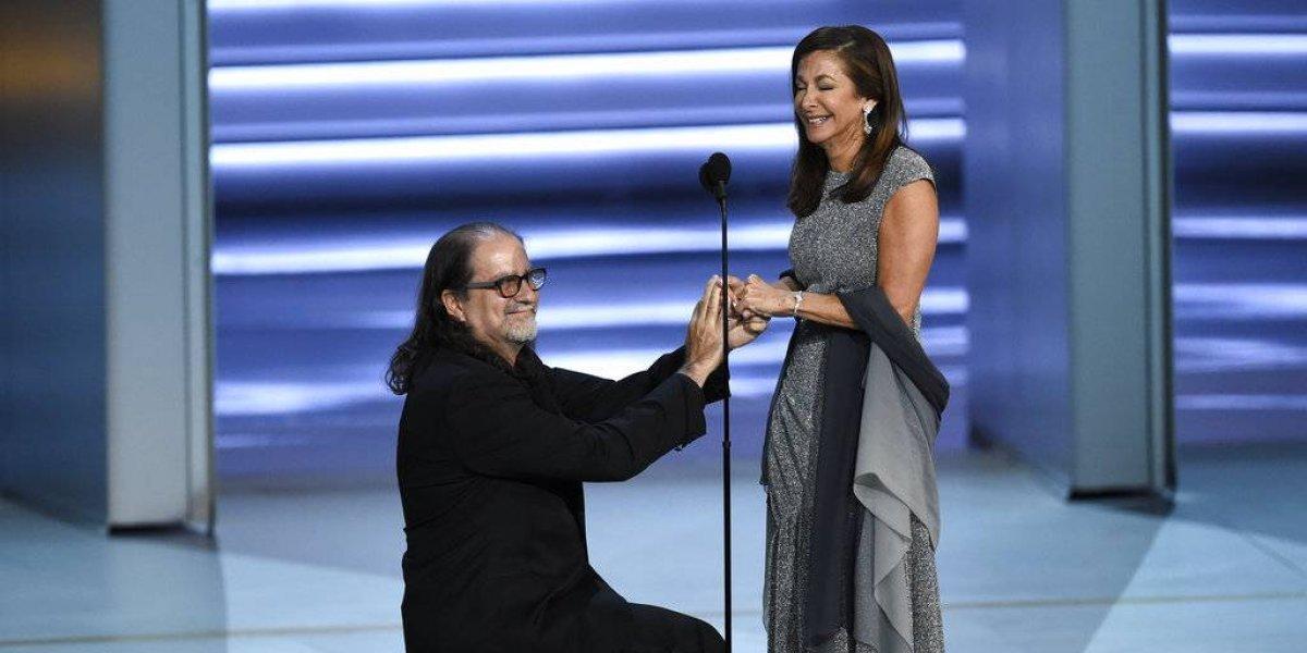 Director de los Oscar pide matrimonio en plena ceremonia de los Emmy