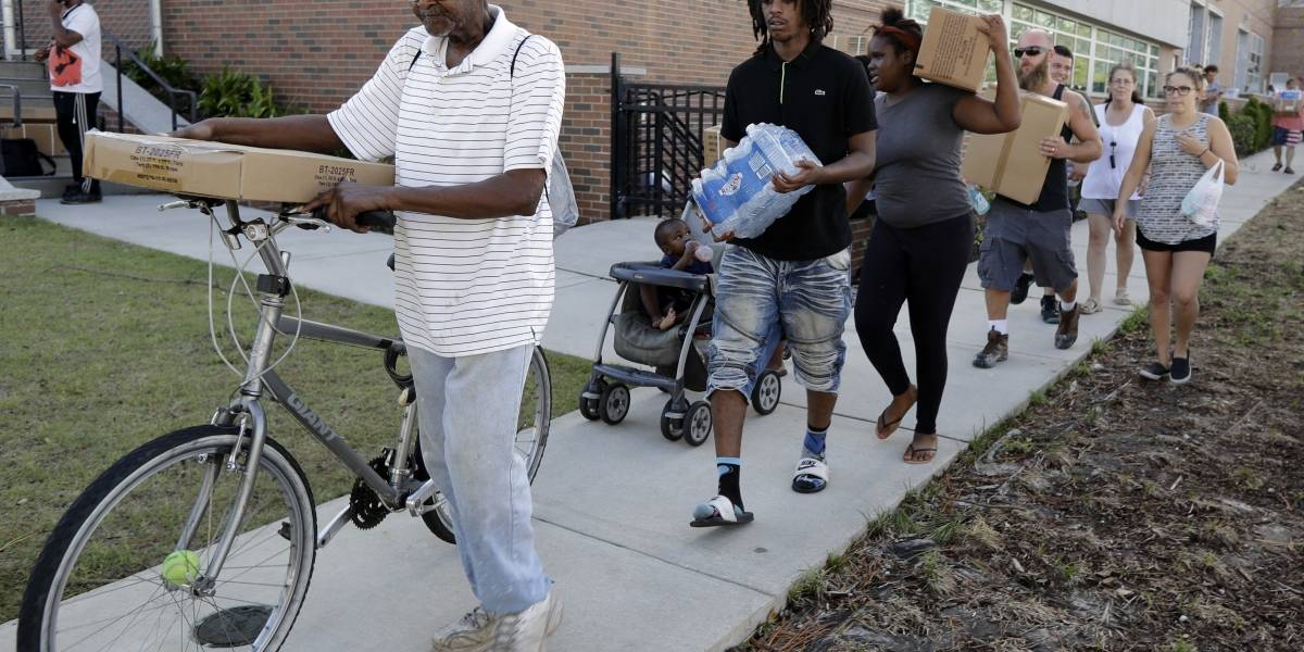 Afectados por el huracán Florence aún no pueden volver a casa