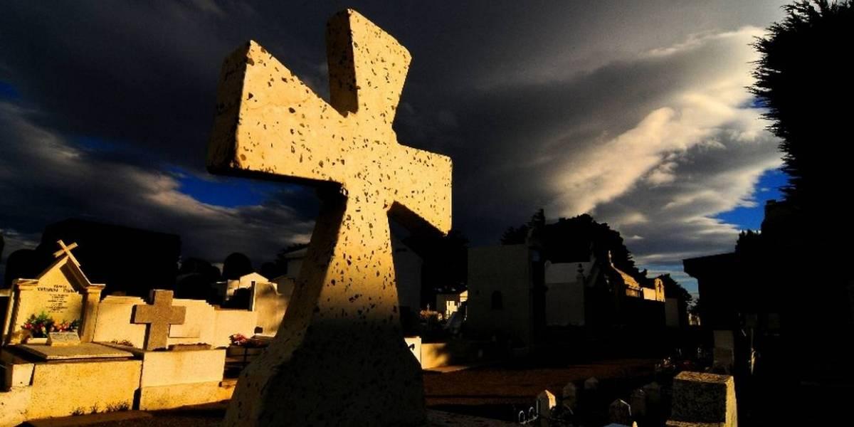 Extraño caso en cementerio de Laja: sujeto sacó cuerpo desde ataúd y habría intentado robar las joyas del cadáver