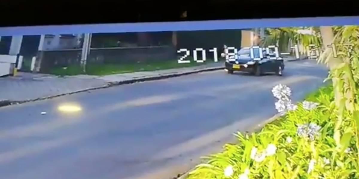 Denuncian a pareja en carro que habría robado balón a niños