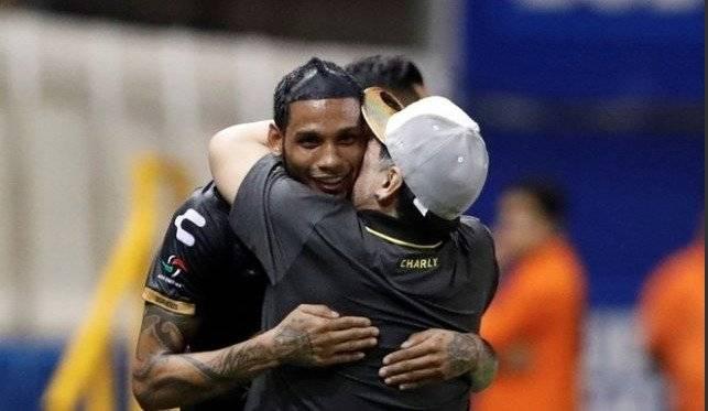 """Maradona regalará un reloj Hublot a Vinicio Angulo por su """"Hat-Trick"""" Twitter"""