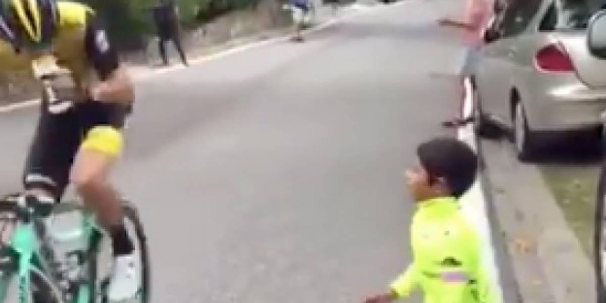 Niño animaba a ciclista en plena subida y la respuesta del deportista se hace viral tras sorprender al mundo
