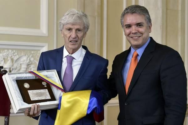 Carlos Antonio Vélez insinúa que Pékerman no aceptó ser colombiano