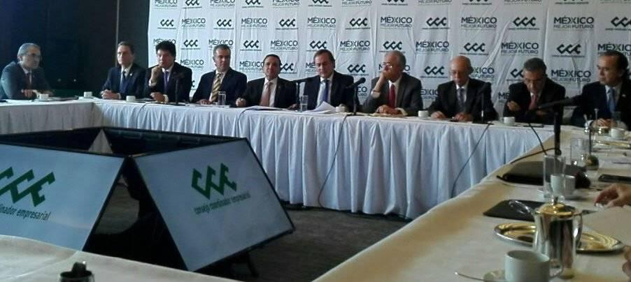 El Consejo Coordinador Empresarial tras la reunión con el futuro secretario de Comunicaciones y Transportes, Javier Jiménez Espriú Foto: CCE