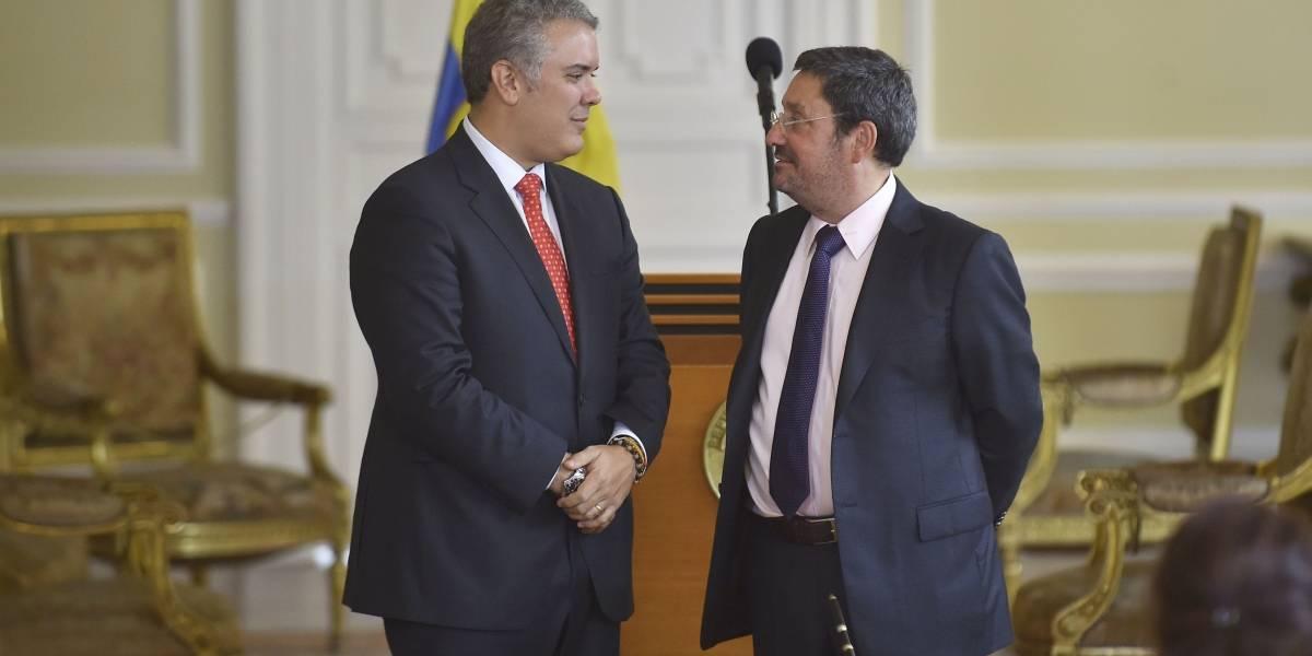 Choque entre Duque y 'Pacho' Santos por situación de Venezuela
