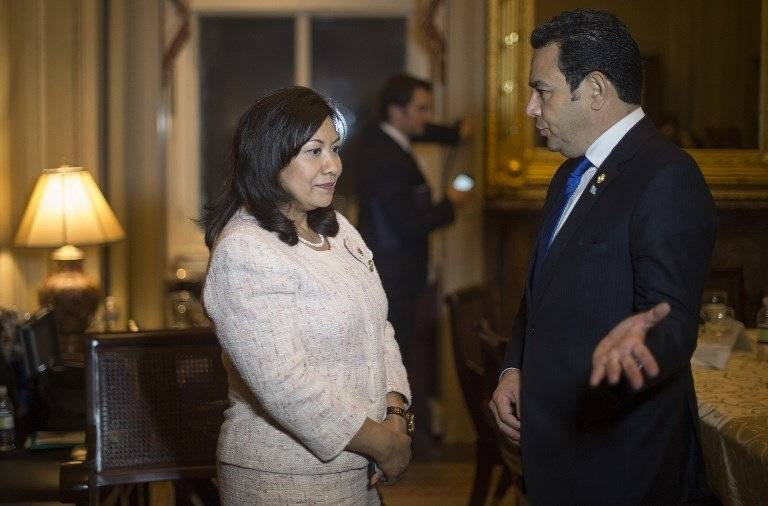 La congresista Norma Torres y el presidente guatemalteco Jimmy Morales Foto: archivo AFP