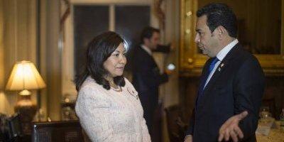 La congresista Norma Torres y el presidente guatemalteco Jimmy Morales