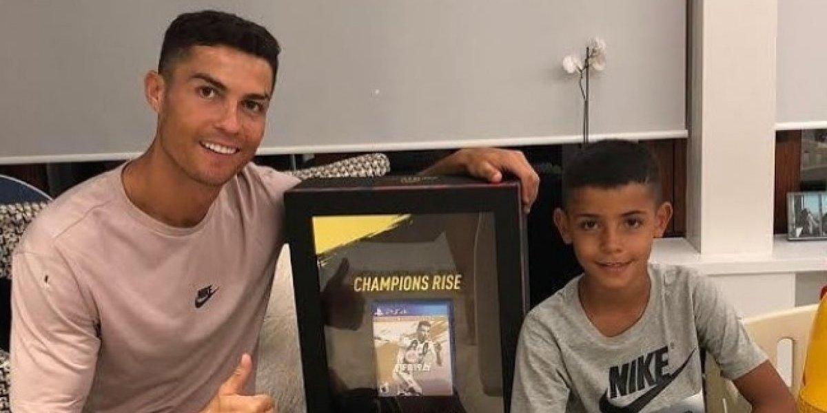 Cristiano Ronaldo recibe la primera copia del FIFA 19