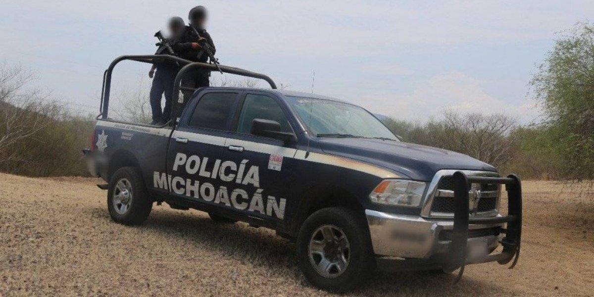 Encuentran 4 cuerpos dentro de auto en Michoacán