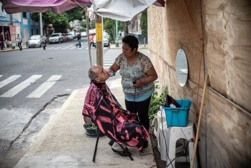 Recuerdan a sus seres queridos, otros viven aún en las calles sin hogar. AFP