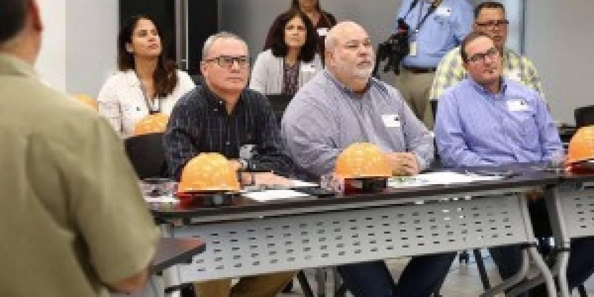 Presidente de la Cámara inspecciona planta EcoEléctrica en Peñuelas