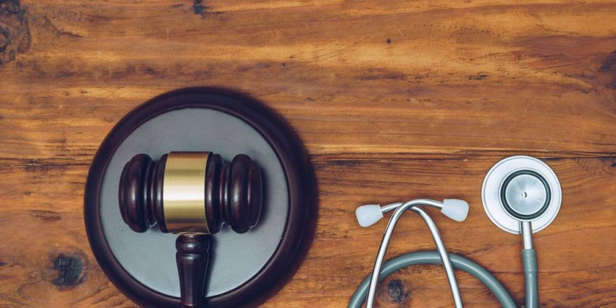 Com 3 ações de erro médico por hora, Brasil vê crescer polêmico mercado de seguros