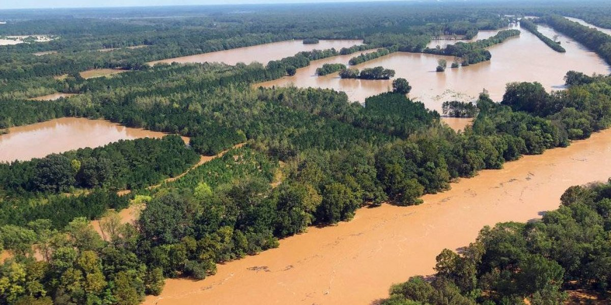 Fallecen dos mujeres detenidas por inundaciones en Carolina del Sur