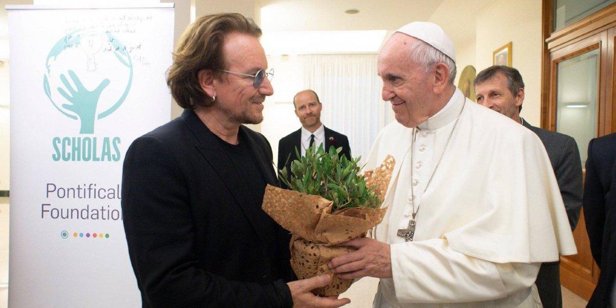 Bono reclama al Papa por sacerdotes pederastas protegidos