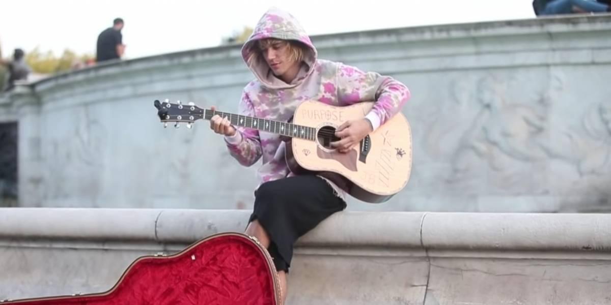 Justin Bieber le ofreció una serenata a su novia en las calles Londres