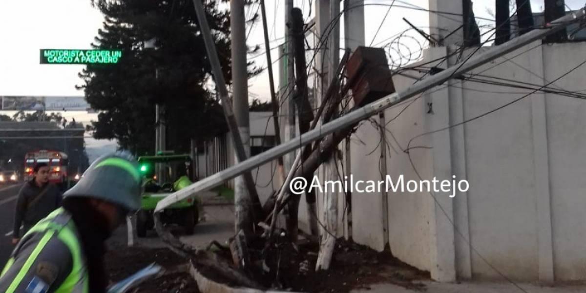 Seis postes dañados tras colisión en zona 13
