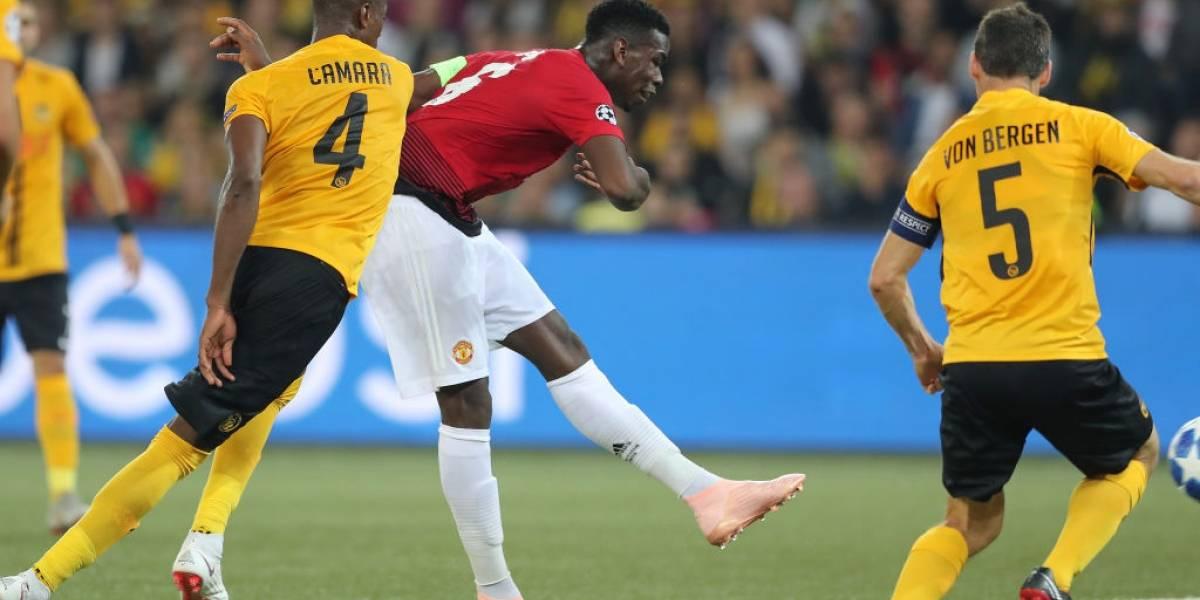 Alexis se quedó sin jugar y vio desde la banca el show de Pogba en el estreno triunfal del United en la Champions