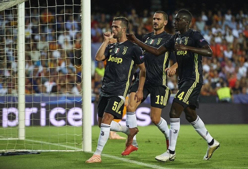 Pjanic marcó los dos goles desde el manchón penal Getty Images