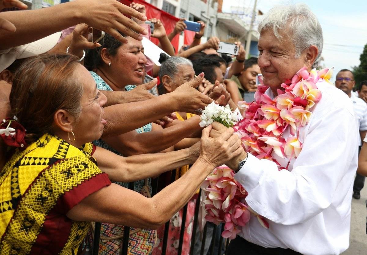 En la visita a Oaxaca lo acompañaron Edna Vega Rangel, Comisión Nacional de Vivienda y Alejandra Frausto Guerrero, Secretaría de Cultura. Foto: Cuartoscuro.