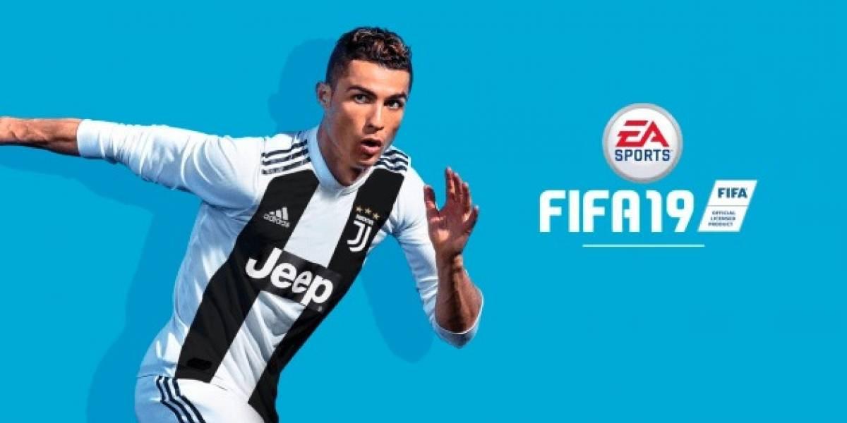 Cristiano Ronaldo recebe a primeira cópia do videogame Fifa 19