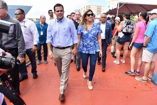 Rosselló recibe a turistas de crucero en muelle de la bahía de San Juan