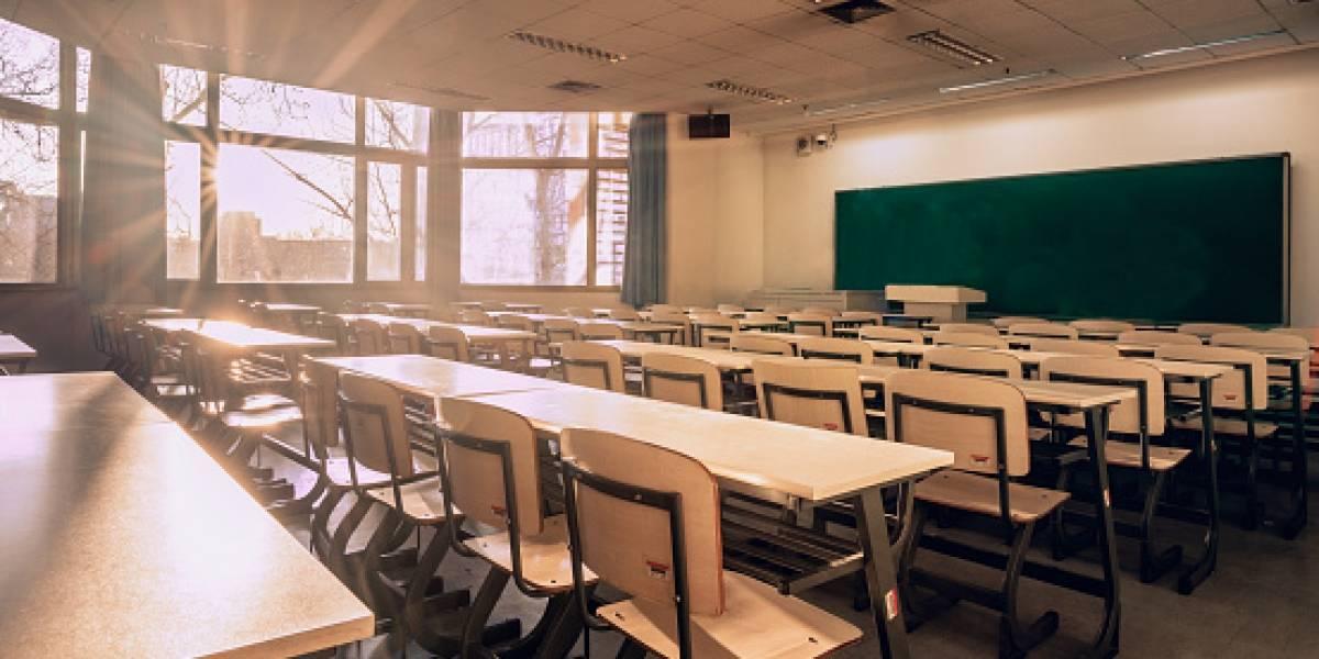Exigen destitución de directora escolar que ocultó ausencia prolongada de una maestra