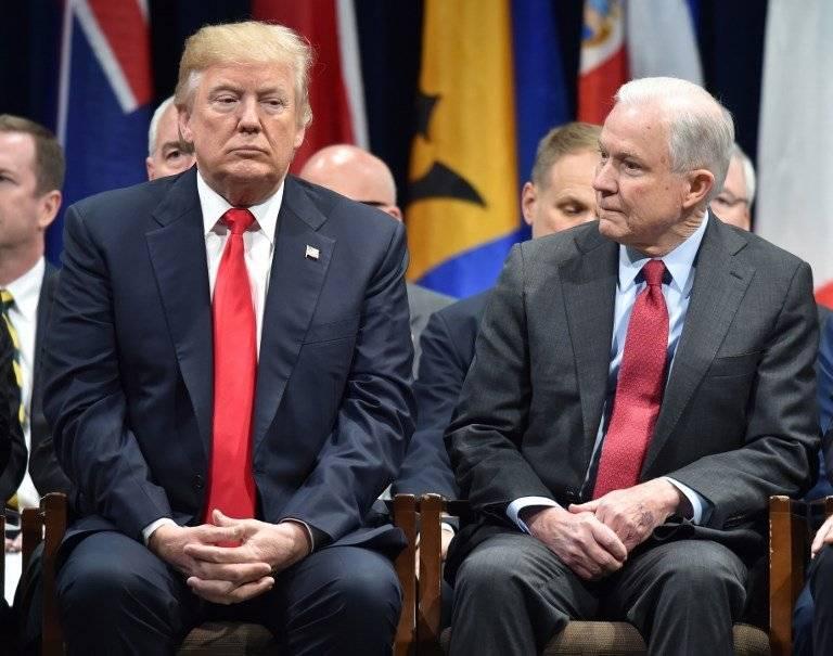 Donald Trump y Jeff Sessions en 2017