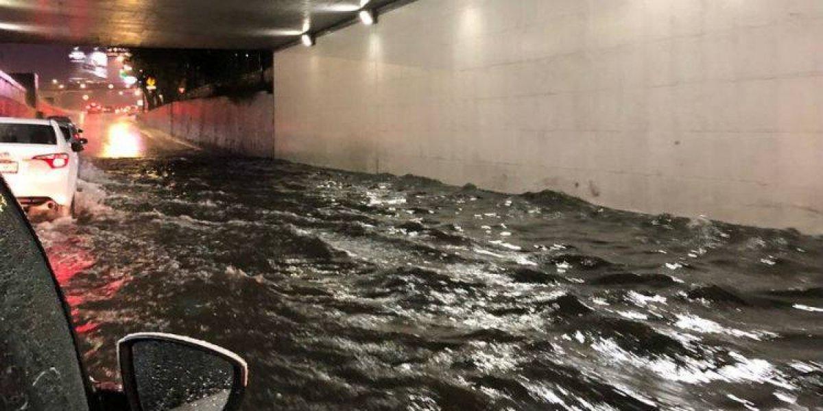 Fuerte lluvia causa inundaciones en 6 delegaciones