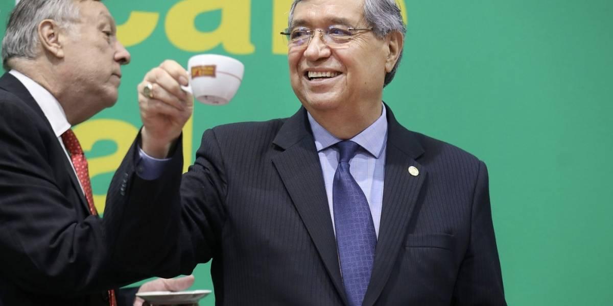 Cabrera insiste en que Guatemala no ha comprado aviones a Argentina