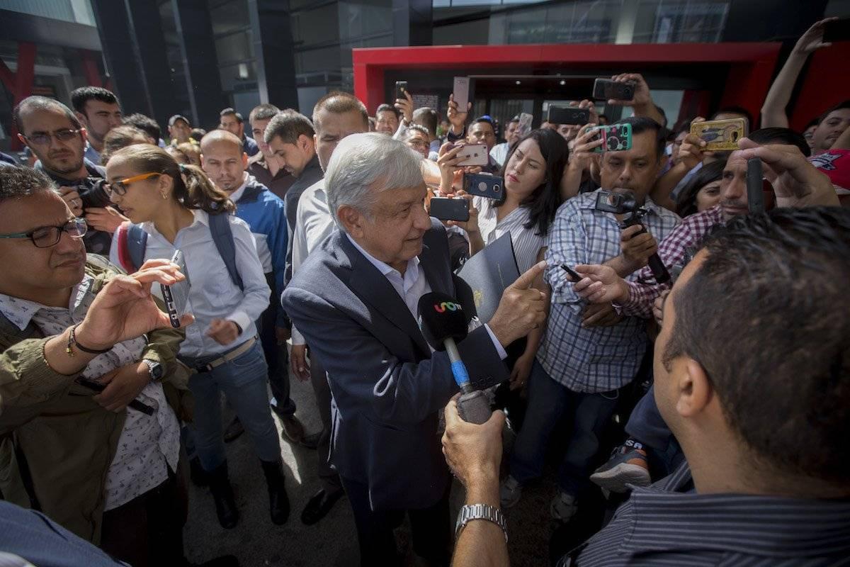López Obrador a su llegada al Aeropuerto de Tijuana, Baja California Foto: Cuartoscuro