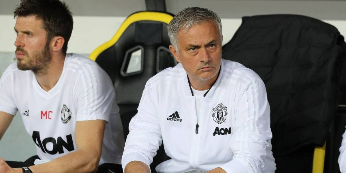 ¿El miedo de Mourinho dejó a Alexis en la banca para el debut del United en la Champions?