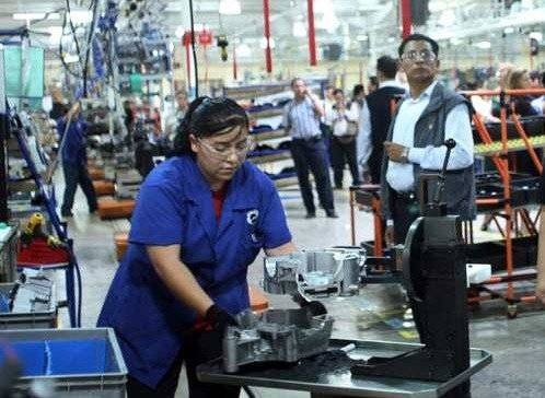 La industria nacional reportó un retroceso de 0.3% entre abril y junio pasados / Cuartoscuro