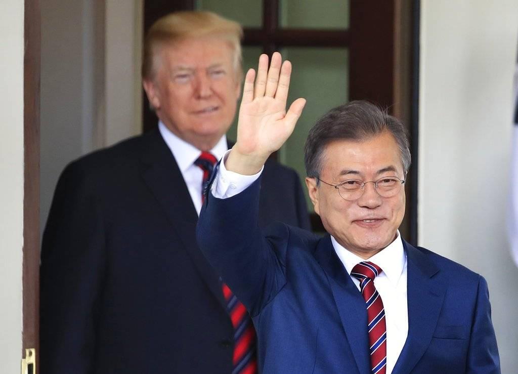 Moon dijo que llevará un mensaje privado de Kim para Trump Foto: AP