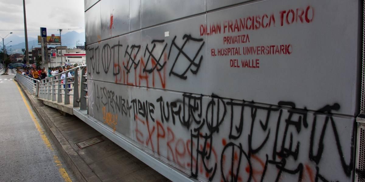Cinco buses del MIO son vandalizados cada día, según Metro Cali