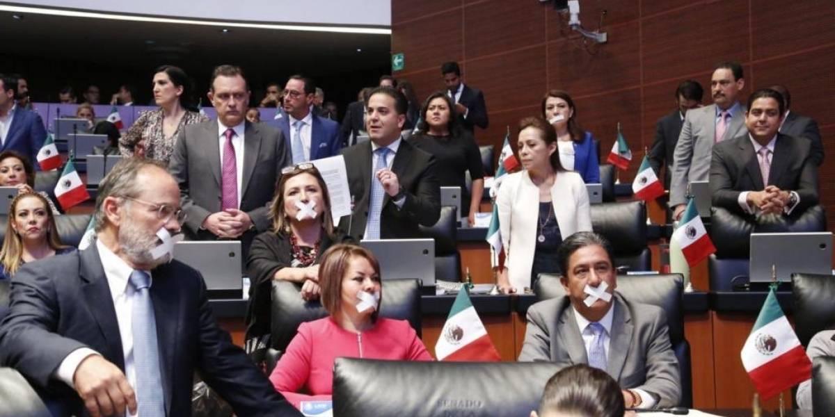Senadores del PAN y PRI acusan a Morena de aplicar 'ley mordaza'