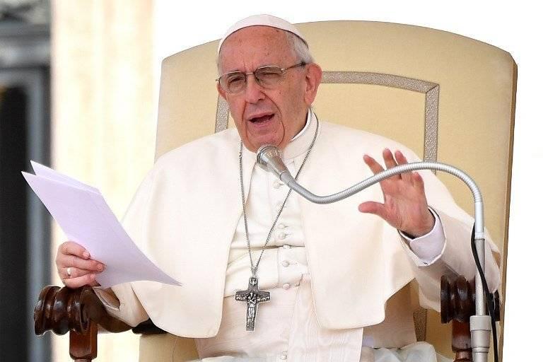 Papa Francisco hablando