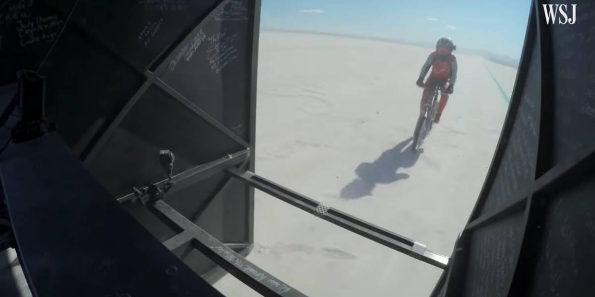 VIDEO: Mujer rompe impresionante récord de velocidad sobre una bicicleta