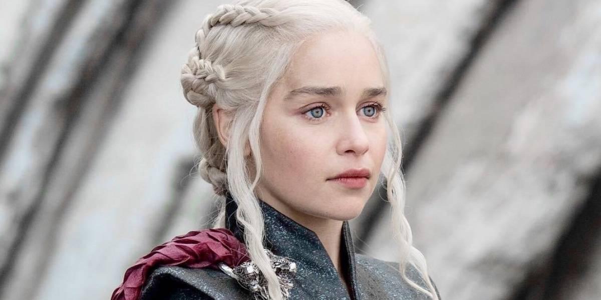 Game of Thrones: Emilia Clarke faz tatuagem com três dragões para homenagear série