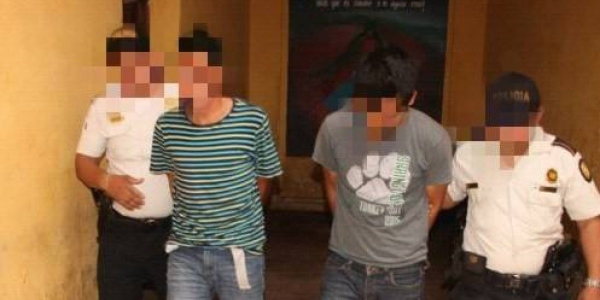 Presuntos asesinos de piloto de autobús son capturados poco después de que ocurrió el crimen