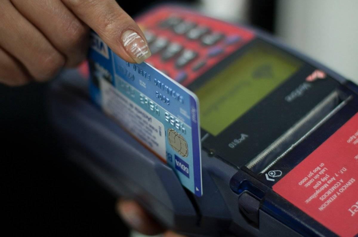Abusar de las tarjetas de crédito acaba con el ingreso familiar, advierte la Condusef / Cuartoscuro