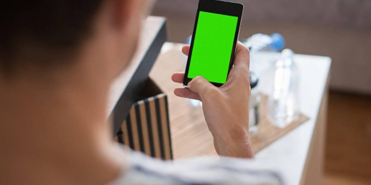 Joven copió fotos íntimas de un celular para extorsionar a su dueña