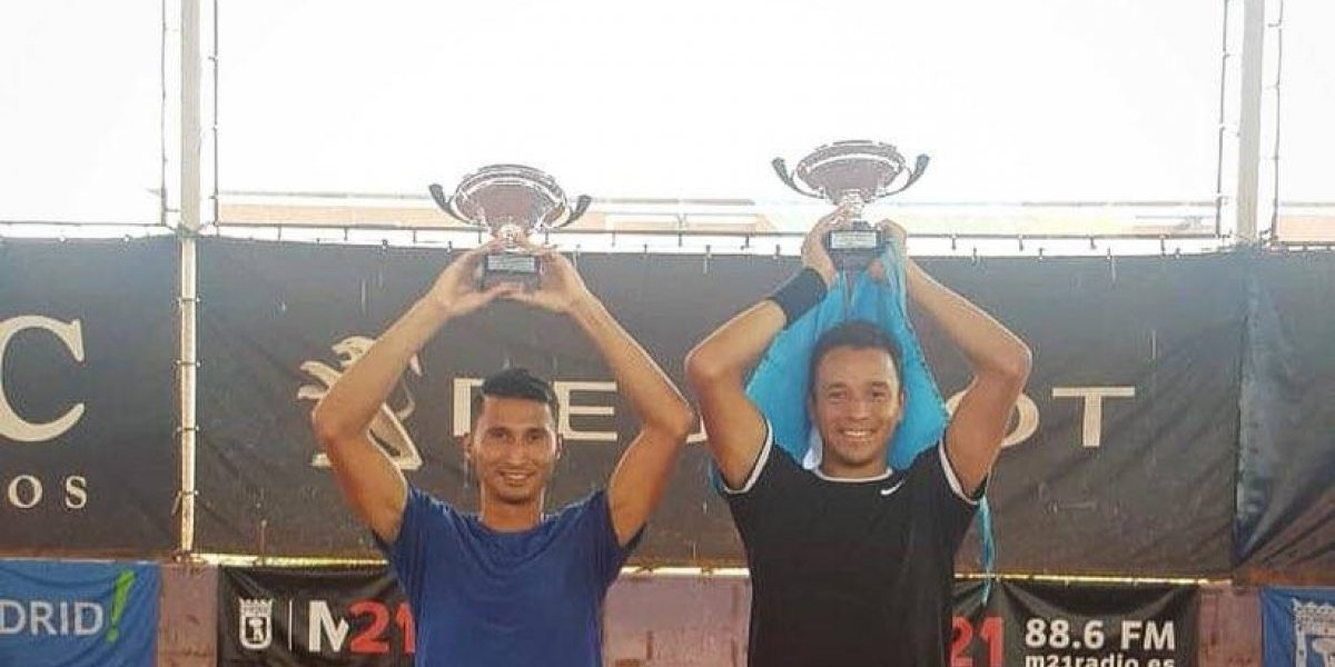 Tenistas guatemaltecos ganan torneo en Madrid y así lo festejan